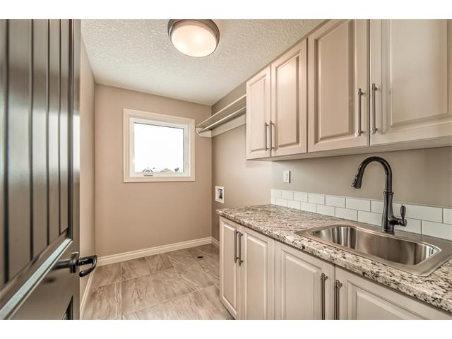 Photo 23: 22 ROCK LAKE View NW in Calgary: Rocky Ridge House for sale : MLS® # C4090662