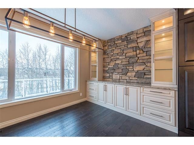 Photo 10: 22 ROCK LAKE View NW in Calgary: Rocky Ridge House for sale : MLS® # C4090662