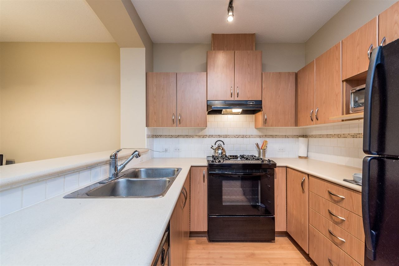 Photo 3: 105 2988 SILVER SPRINGS BOULEVARD in Coquitlam: Westwood Plateau Condo for sale : MLS® # R2165302