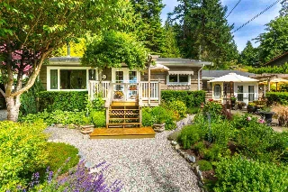 Main Photo: 8594 REDROOFFS Road in Halfmoon Bay: Halfmn Bay Secret Cv Redroofs House for sale (Sunshine Coast)  : MLS® # R2177411