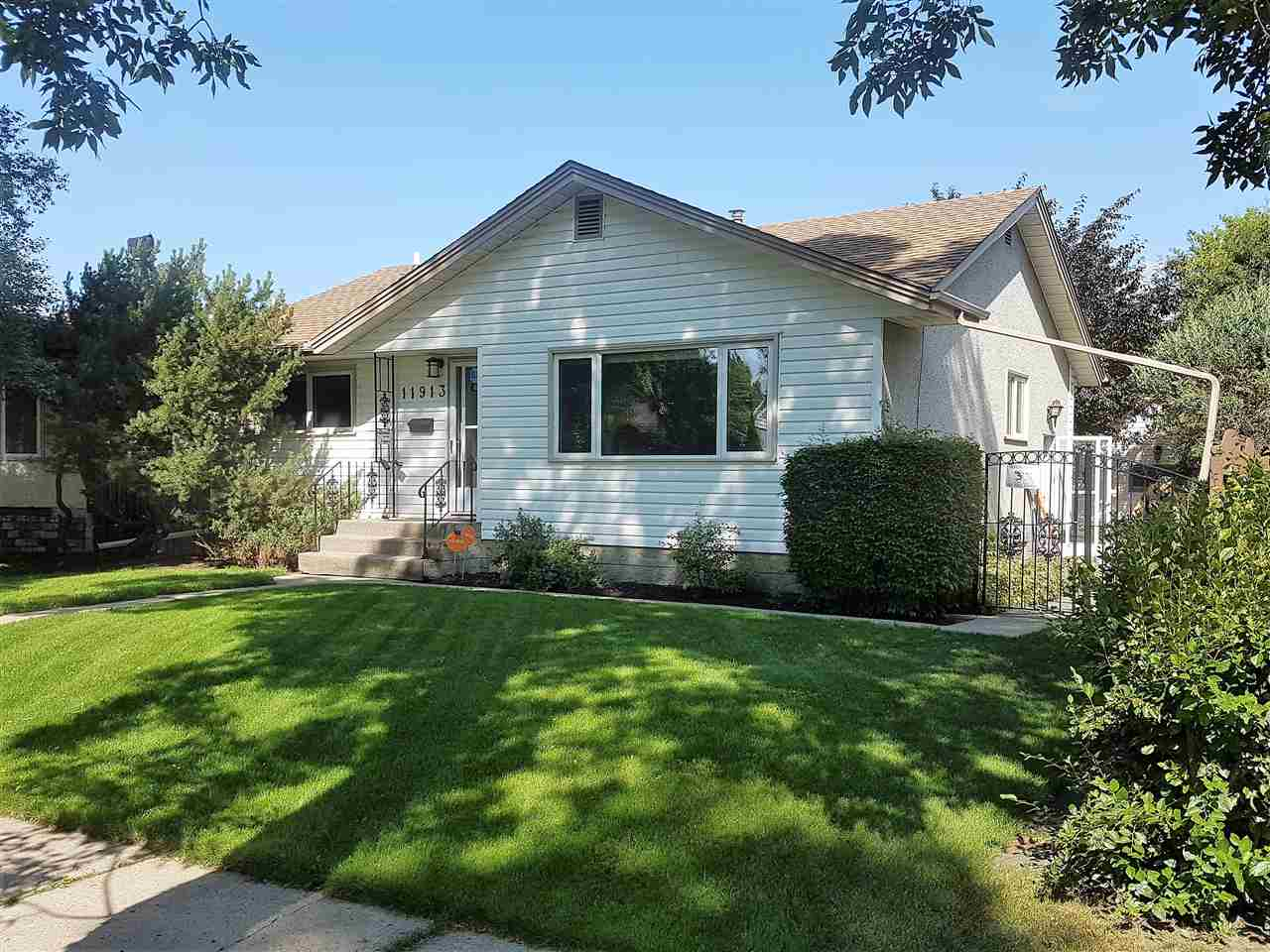 Main Photo: 11913 38 Street in Edmonton: Zone 23 House for sale : MLS® # E4072830