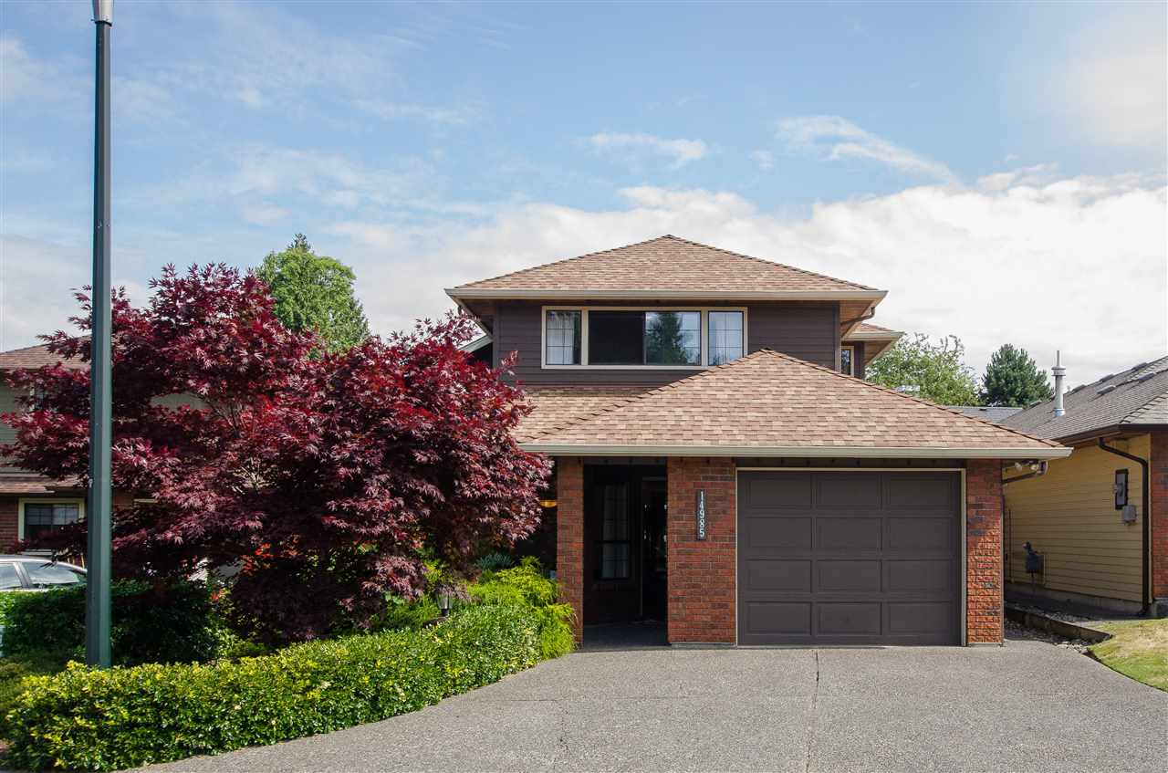 Main Photo: 14985 SOUTHMERE Close in Surrey: Sunnyside Park Surrey House for sale (South Surrey White Rock)  : MLS(r) # R2187125