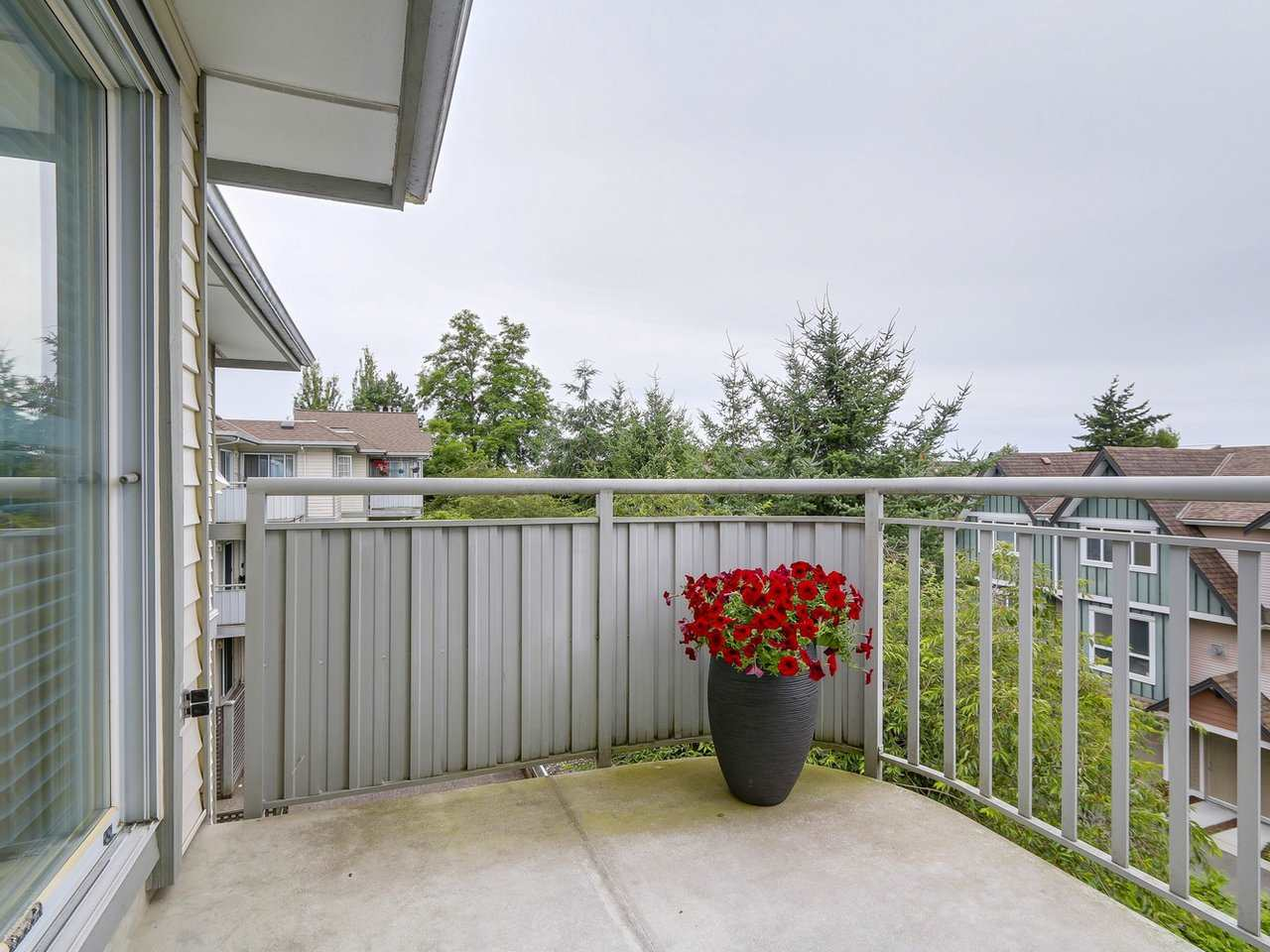 Photo 11: 304 8120 BENNETT Road in Richmond: Brighouse South Condo for sale : MLS® # R2191205
