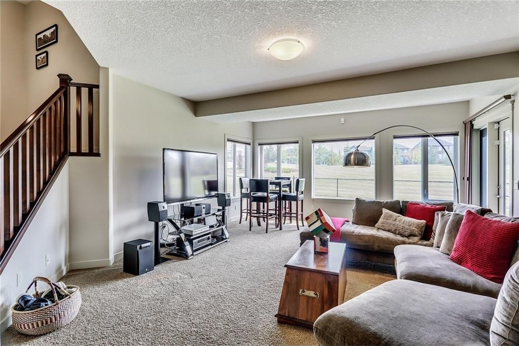 Great family room with tons of space for everyone to enjoy time together!