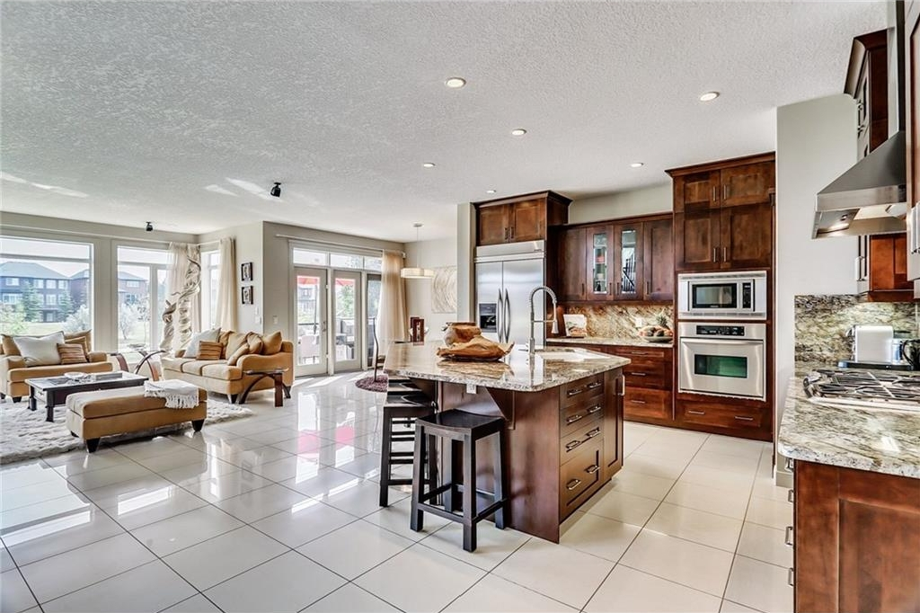 A stunning open plan, featuring south facing floor to ceiling windows, giving you a full watch over your kids playing in the playground while you cook, visit or just enjoy a cup of coffee in your living room, on your deck or sitting in the breakfast nook!
