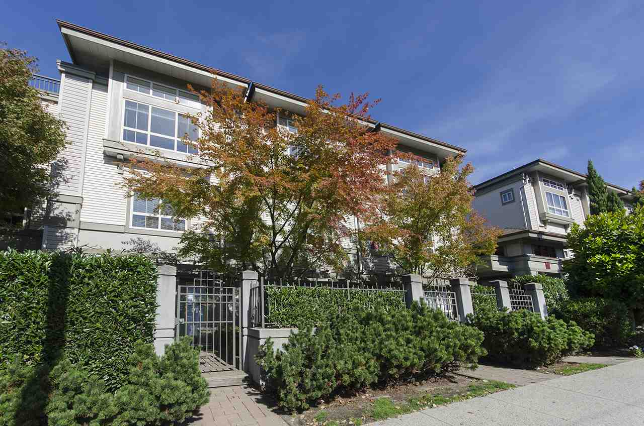 "Main Photo: 28 2375 W BROADWAY in Vancouver: Kitsilano Townhouse for sale in ""TALIESIN"" (Vancouver West)  : MLS®# R2311302"