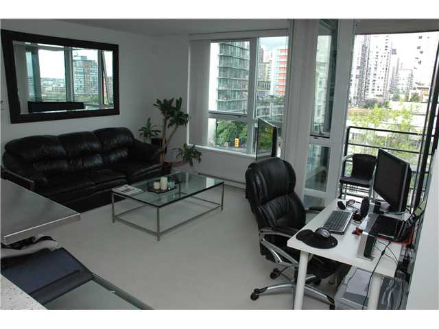 "Photo 2: 707 1438 RICHARDS Street in Vancouver: VVWYA Condo for sale in ""AZURA"" (Vancouver West)  : MLS(r) # V893659"