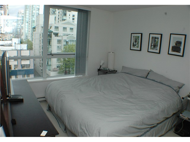 "Photo 4: 707 1438 RICHARDS Street in Vancouver: VVWYA Condo for sale in ""AZURA"" (Vancouver West)  : MLS(r) # V893659"