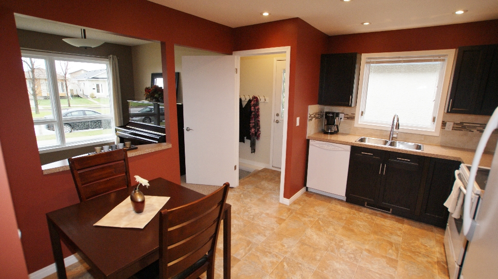 Photo 8: 1234 Devonshire Drive W in Winnipeg: Transcona Residential for sale (North East Winnipeg)  : MLS(r) # 1209108