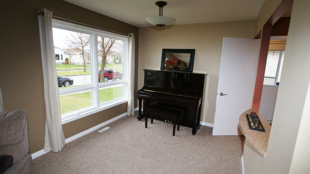 Photo 5: 1234 Devonshire Drive W in Winnipeg: Transcona Residential for sale (North East Winnipeg)  : MLS(r) # 1209108