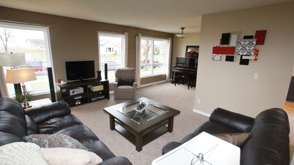 Photo 4: 1234 Devonshire Drive W in Winnipeg: Transcona Residential for sale (North East Winnipeg)  : MLS(r) # 1209108