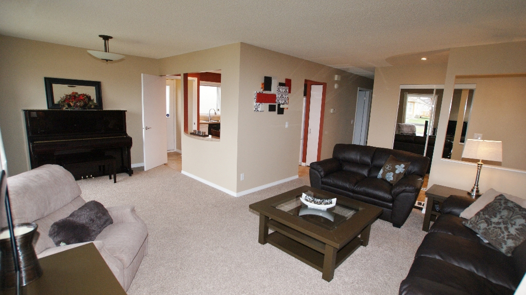 Photo 3: 1234 Devonshire Drive W in Winnipeg: Transcona Residential for sale (North East Winnipeg)  : MLS(r) # 1209108