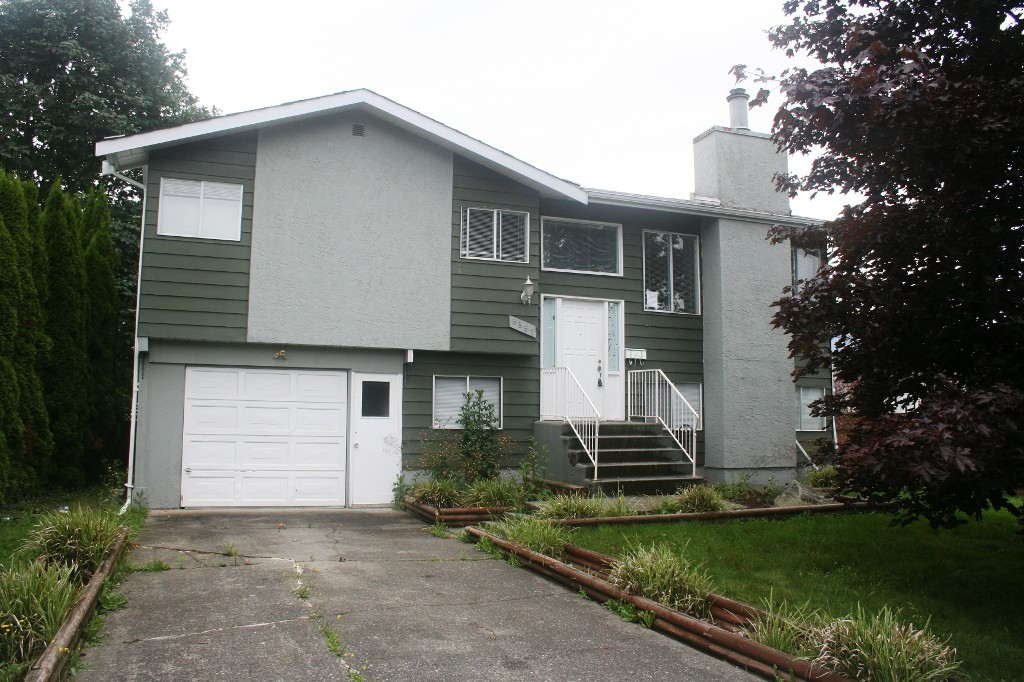 Photo 2: 8867 HAZEL Street in Chilliwack: Chilliwack E Young-Yale House for sale : MLS® # H1302609