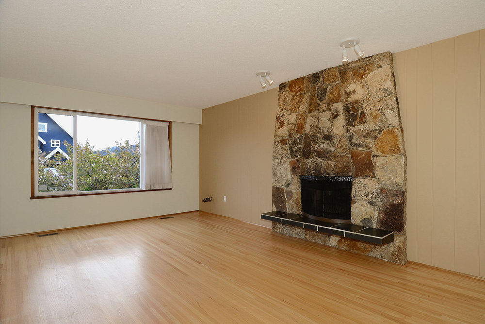 Photo 2: 243 East 20th Avenue in Vancouver East: Home for sale : MLS(r) # V1005618