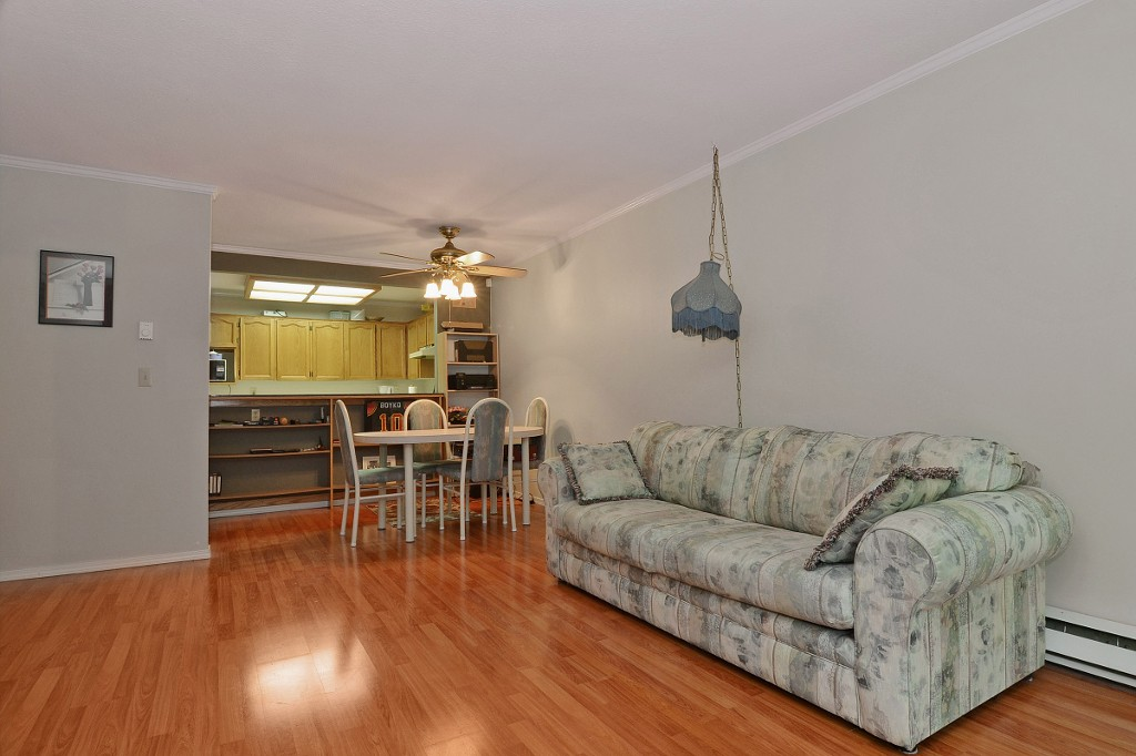 "Photo 5: 101 33030 GEORGE FERGUSON Way in Abbotsford: Central Abbotsford Condo for sale in ""Carlise"" : MLS® # F1446817"