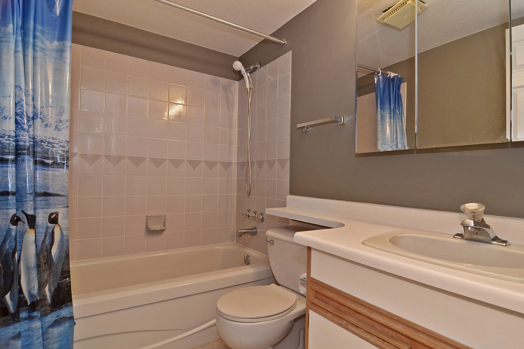 "Photo 11: 101 33030 GEORGE FERGUSON Way in Abbotsford: Central Abbotsford Condo for sale in ""Carlise"" : MLS® # F1446817"