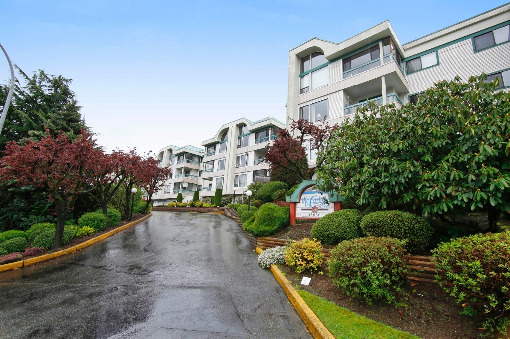 "Photo 13: 101 33030 GEORGE FERGUSON Way in Abbotsford: Central Abbotsford Condo for sale in ""Carlise"" : MLS® # F1446817"