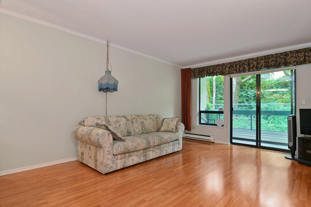 "Photo 2: 101 33030 GEORGE FERGUSON Way in Abbotsford: Central Abbotsford Condo for sale in ""Carlise"" : MLS® # F1446817"