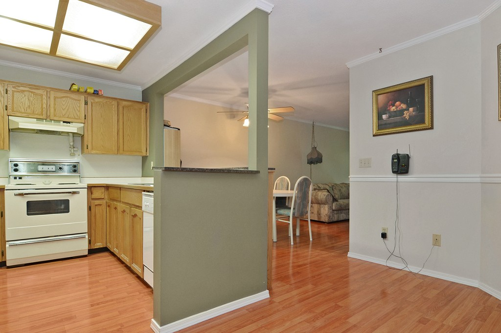 "Photo 6: 101 33030 GEORGE FERGUSON Way in Abbotsford: Central Abbotsford Condo for sale in ""Carlise"" : MLS® # F1446817"