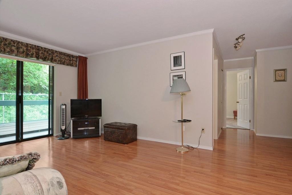 "Photo 3: 101 33030 GEORGE FERGUSON Way in Abbotsford: Central Abbotsford Condo for sale in ""Carlise"" : MLS® # F1446817"