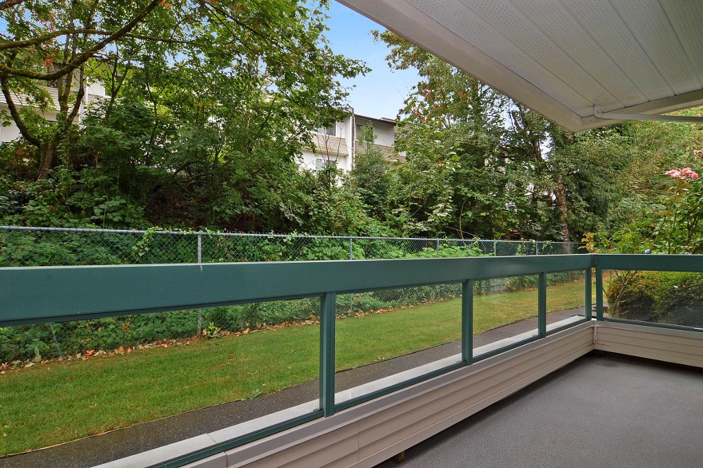 "Photo 12: 101 33030 GEORGE FERGUSON Way in Abbotsford: Central Abbotsford Condo for sale in ""Carlise"" : MLS® # F1446817"