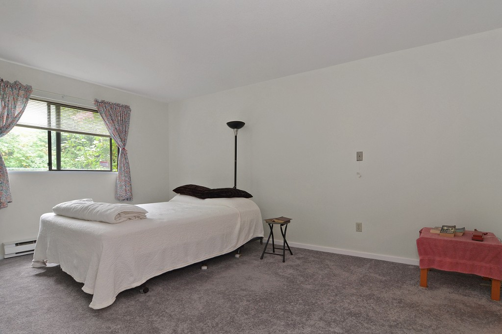 "Photo 8: 101 33030 GEORGE FERGUSON Way in Abbotsford: Central Abbotsford Condo for sale in ""Carlise"" : MLS® # F1446817"
