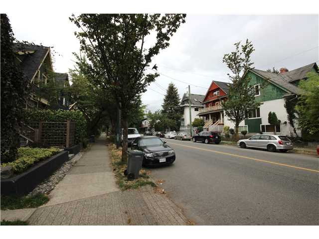 "Photo 5: 1227 VICTORIA Drive in Vancouver: Grandview VE House for sale in ""COMMERCIAL DRIVE"" (Vancouver East)  : MLS® # V1139504"