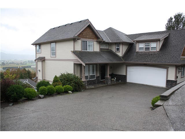 "Main Photo: 36414 CARNARVON Court in Abbotsford: Abbotsford East House for sale in ""Falconridge Estates"" : MLS®# F1450923"