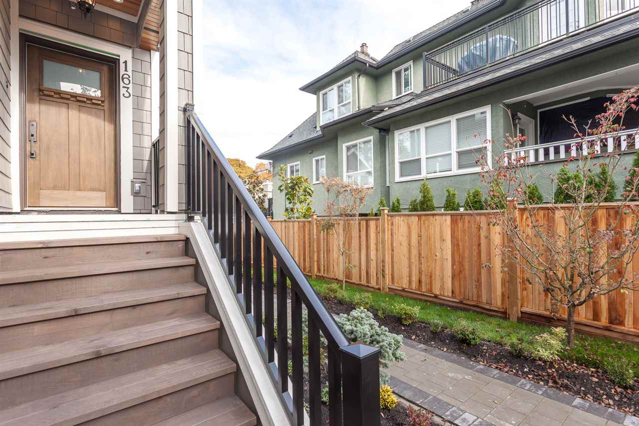 "Photo 4: 163 W 14TH Avenue in Vancouver: Mount Pleasant VW Townhouse for sale in ""COLUMBIA MEWS"" (Vancouver West)  : MLS® # R2012678"