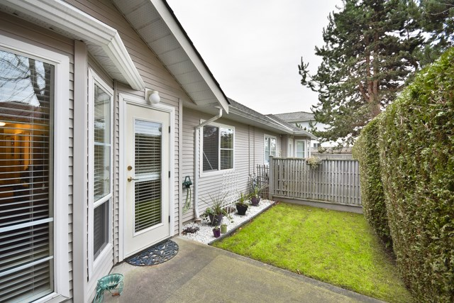 "Photo 10: 8 7127 124 Street in Surrey: West Newton Townhouse for sale in ""CAMELLIA WYNDE"" : MLS® # R2023947"