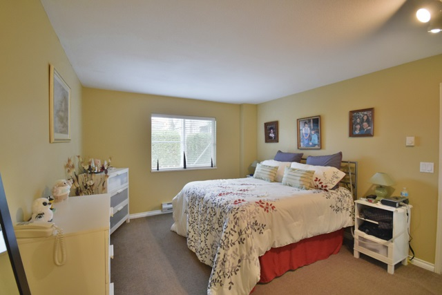 "Photo 6: 8 7127 124 Street in Surrey: West Newton Townhouse for sale in ""CAMELLIA WYNDE"" : MLS® # R2023947"