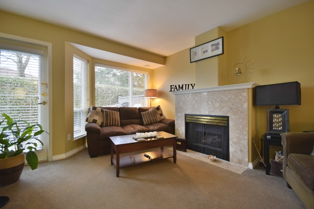 "Photo 5: 8 7127 124 Street in Surrey: West Newton Townhouse for sale in ""CAMELLIA WYNDE"" : MLS® # R2023947"