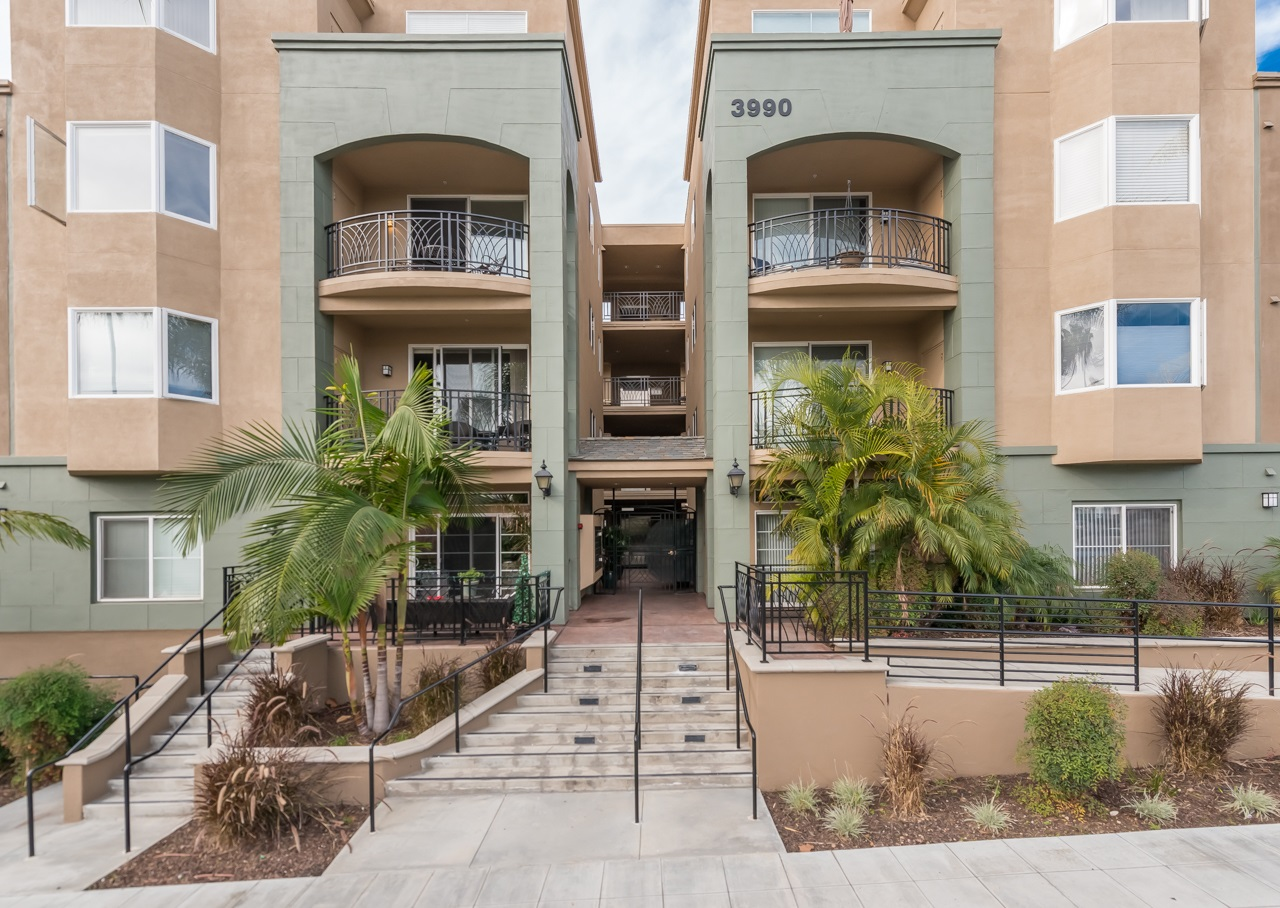 Photo 4: HILLCREST Condo for sale : 2 bedrooms : 3990 Centre St. #301 in San Diego