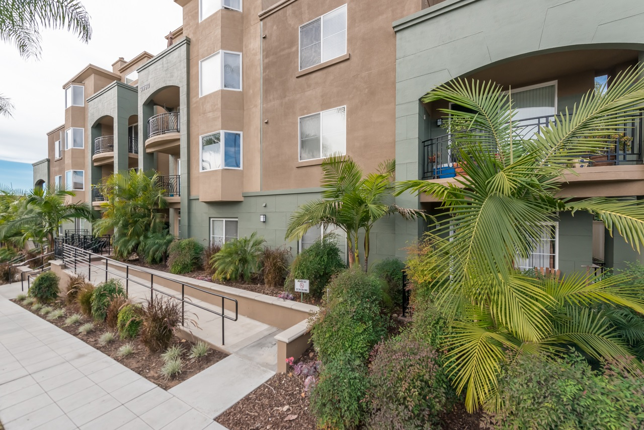Photo 3: HILLCREST Condo for sale : 2 bedrooms : 3990 Centre St. #301 in San Diego