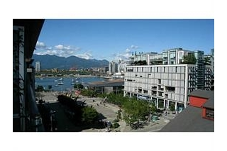 "Main Photo: 605 123 W 1ST Avenue in Vancouver: False Creek Condo for sale in ""The Compass"" (Vancouver West)  : MLS(r) # R2071598"