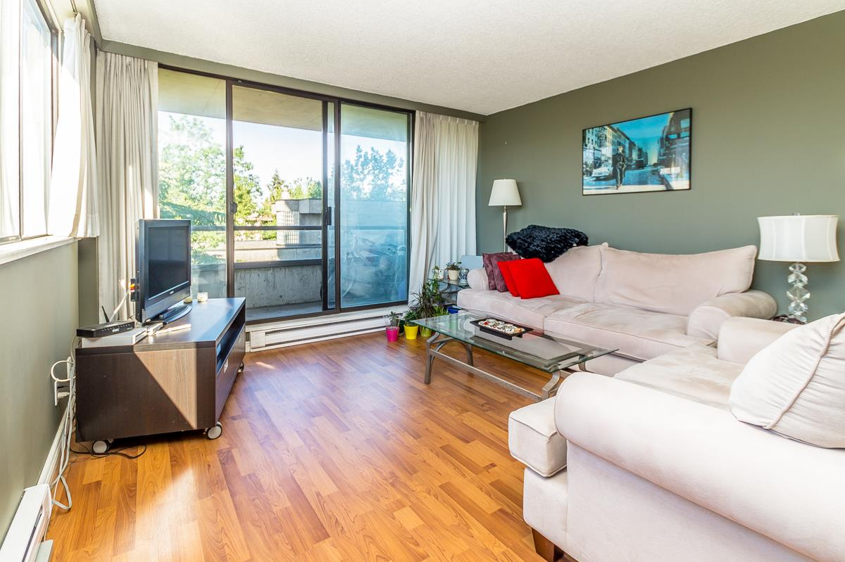 "Main Photo: 302 3980 CARRIGAN Court in Burnaby: Government Road Condo for sale in ""DISCOVERY PLACE 1"" (Burnaby North)  : MLS® # R2102705"