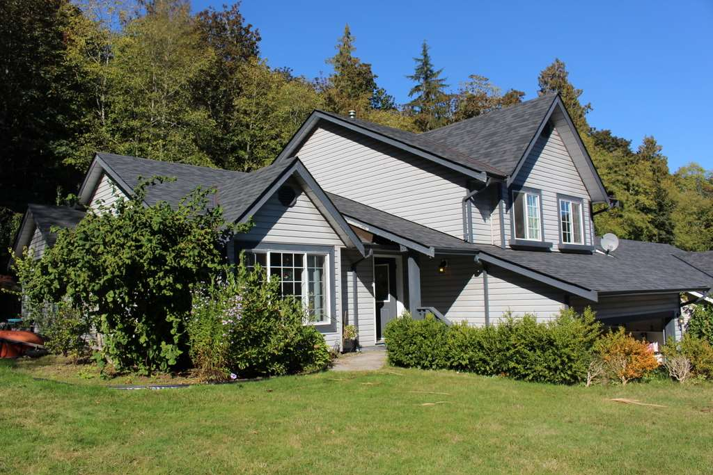 Main Photo: 6067 S GALE Avenue in Sechelt: Sechelt District House for sale (Sunshine Coast)  : MLS® # R2111587
