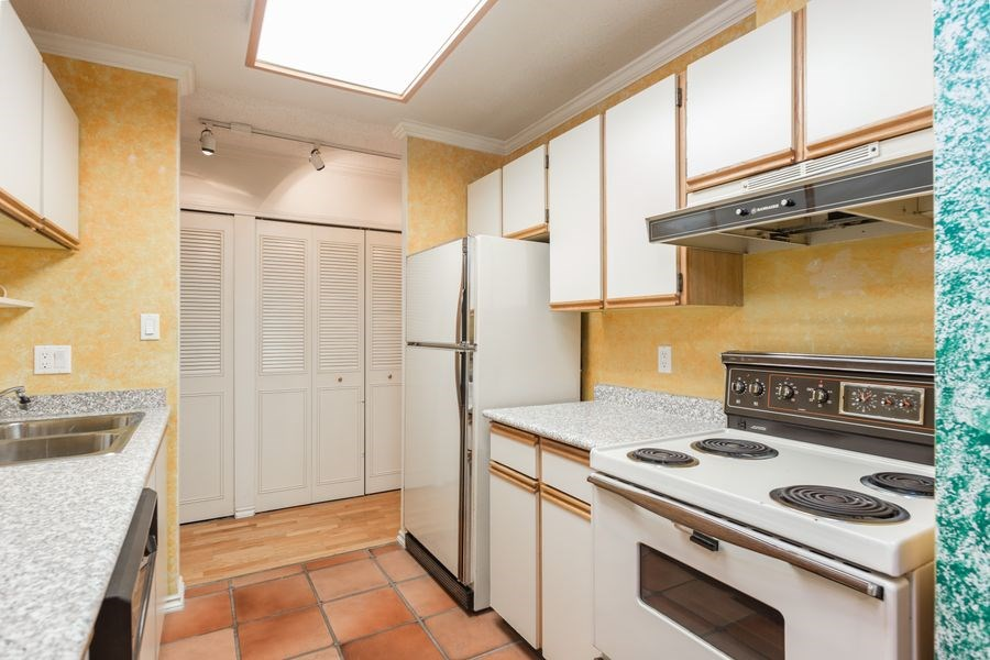 "Photo 10: 105 1510 W 1ST Avenue in Vancouver: False Creek Condo for sale in ""MARINER POINT"" (Vancouver West)  : MLS® # R2114672"