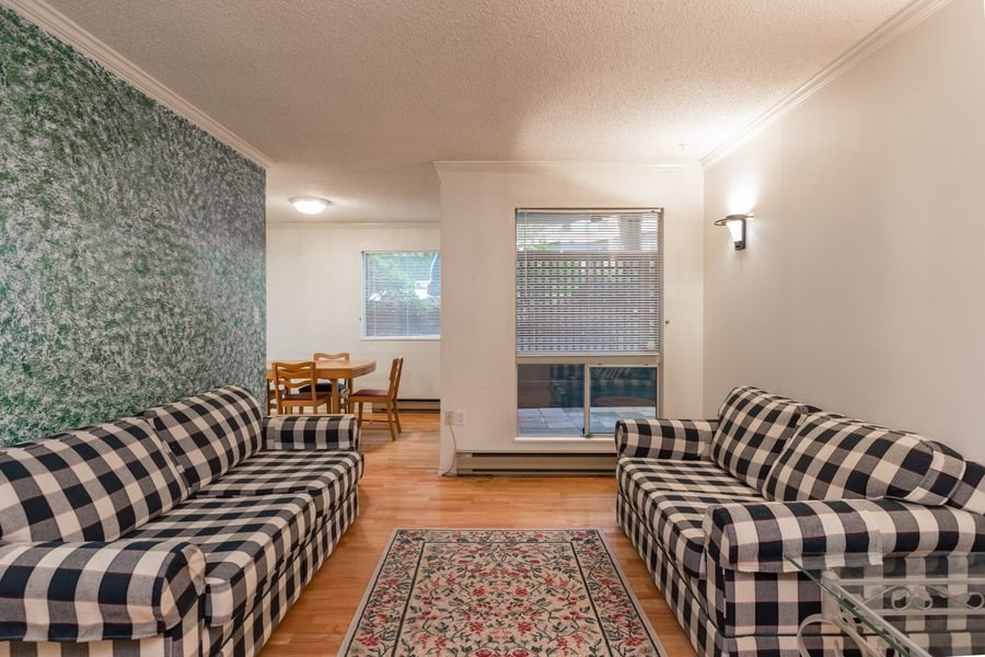 "Photo 3: 105 1510 W 1ST Avenue in Vancouver: False Creek Condo for sale in ""MARINER POINT"" (Vancouver West)  : MLS® # R2114672"