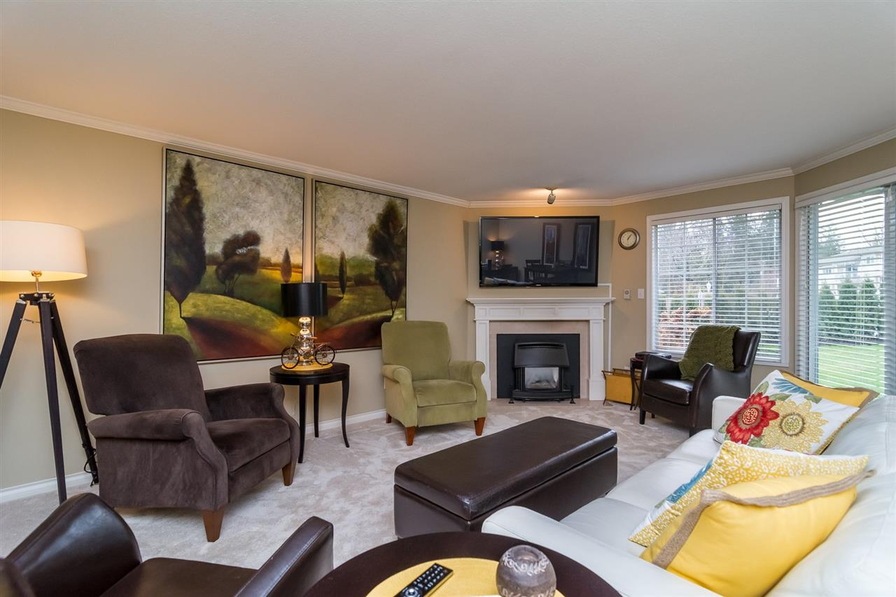 "Photo 2: 46 3115 TRAFALGAR Street in Abbotsford: Central Abbotsford Townhouse for sale in ""CEDARBROOK VILLAGE"" : MLS® # R2140999"