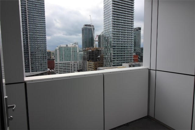 Photo 11: 1706 310 W Richmond Street in Toronto: Waterfront Communities C1 Condo for lease (Toronto C01)  : MLS® # C3725929