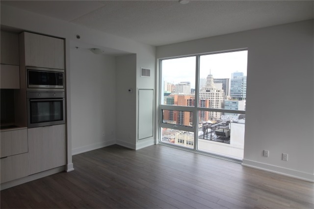 Photo 4: 1706 310 W Richmond Street in Toronto: Waterfront Communities C1 Condo for lease (Toronto C01)  : MLS® # C3725929
