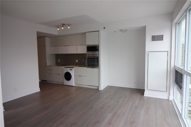 Photo 2: 1706 310 W Richmond Street in Toronto: Waterfront Communities C1 Condo for lease (Toronto C01)  : MLS® # C3725929