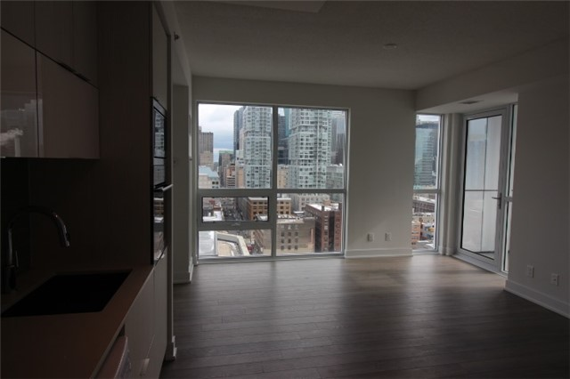 Photo 5: 1706 310 W Richmond Street in Toronto: Waterfront Communities C1 Condo for lease (Toronto C01)  : MLS® # C3725929