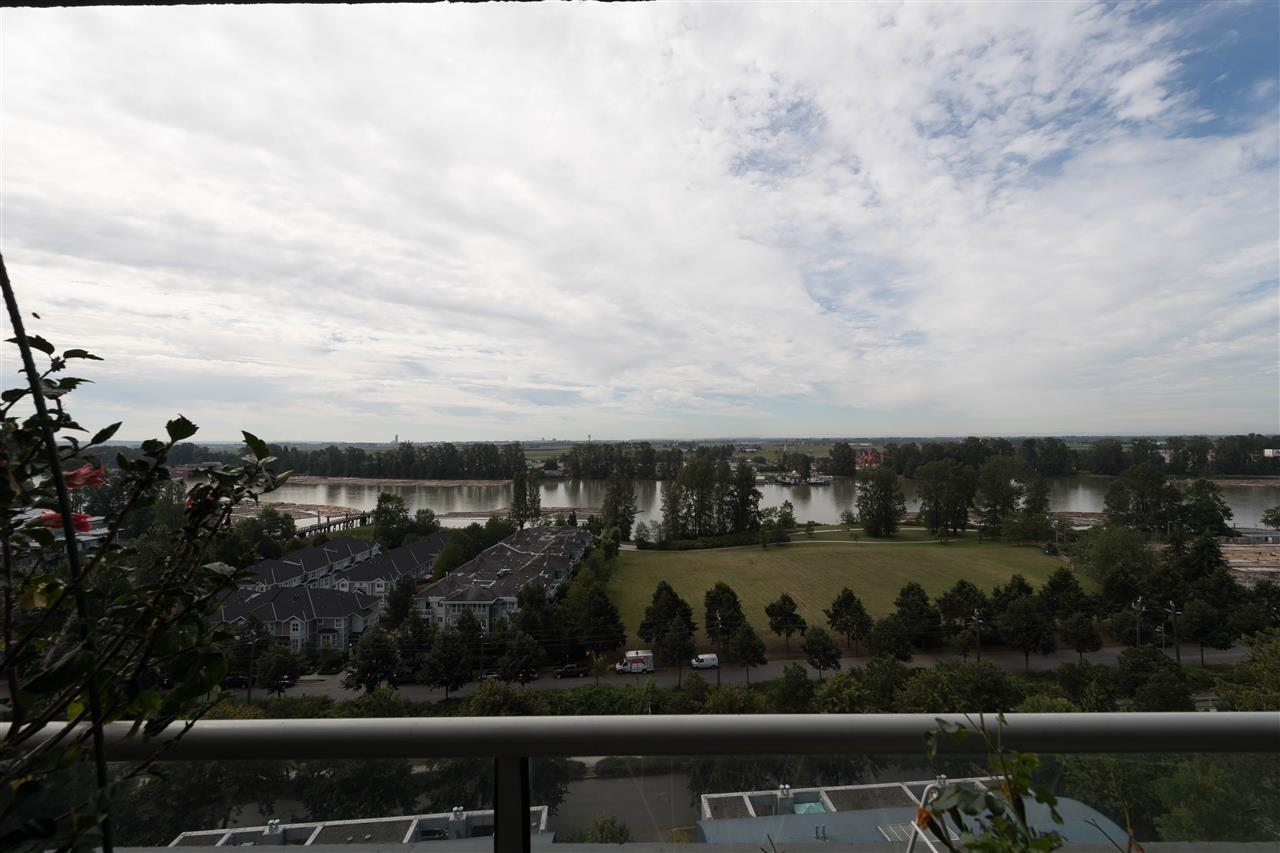 "Main Photo: 1004 3061 E KENT AVENUE NORTH in Vancouver: Fraserview VE Condo for sale in ""THE PHOENIX"" (Vancouver East)  : MLS(r) # R2156036"