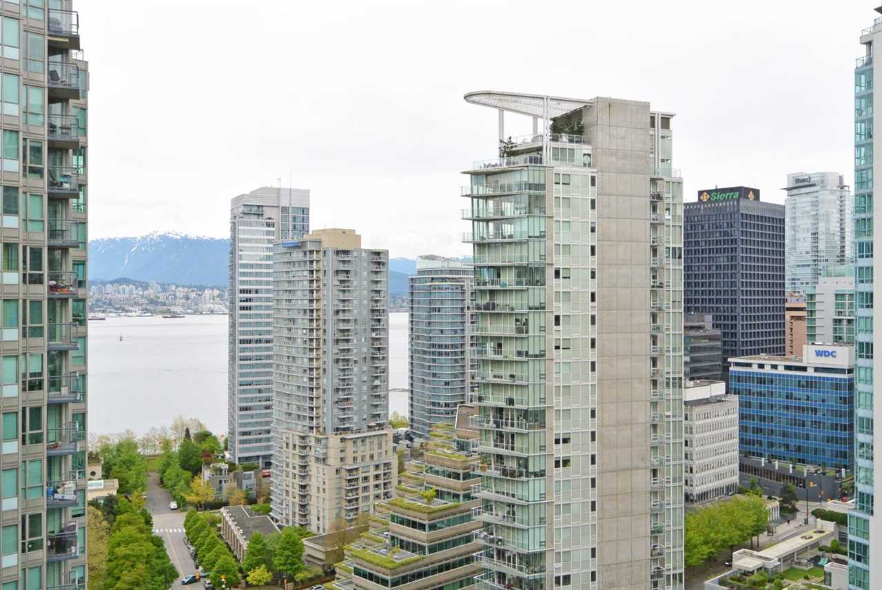 "Main Photo: 2309 1331 W GEORGIA Street in Vancouver: Coal Harbour Condo for sale in ""THE POINTE"" (Vancouver West)  : MLS(r) # R2160061"
