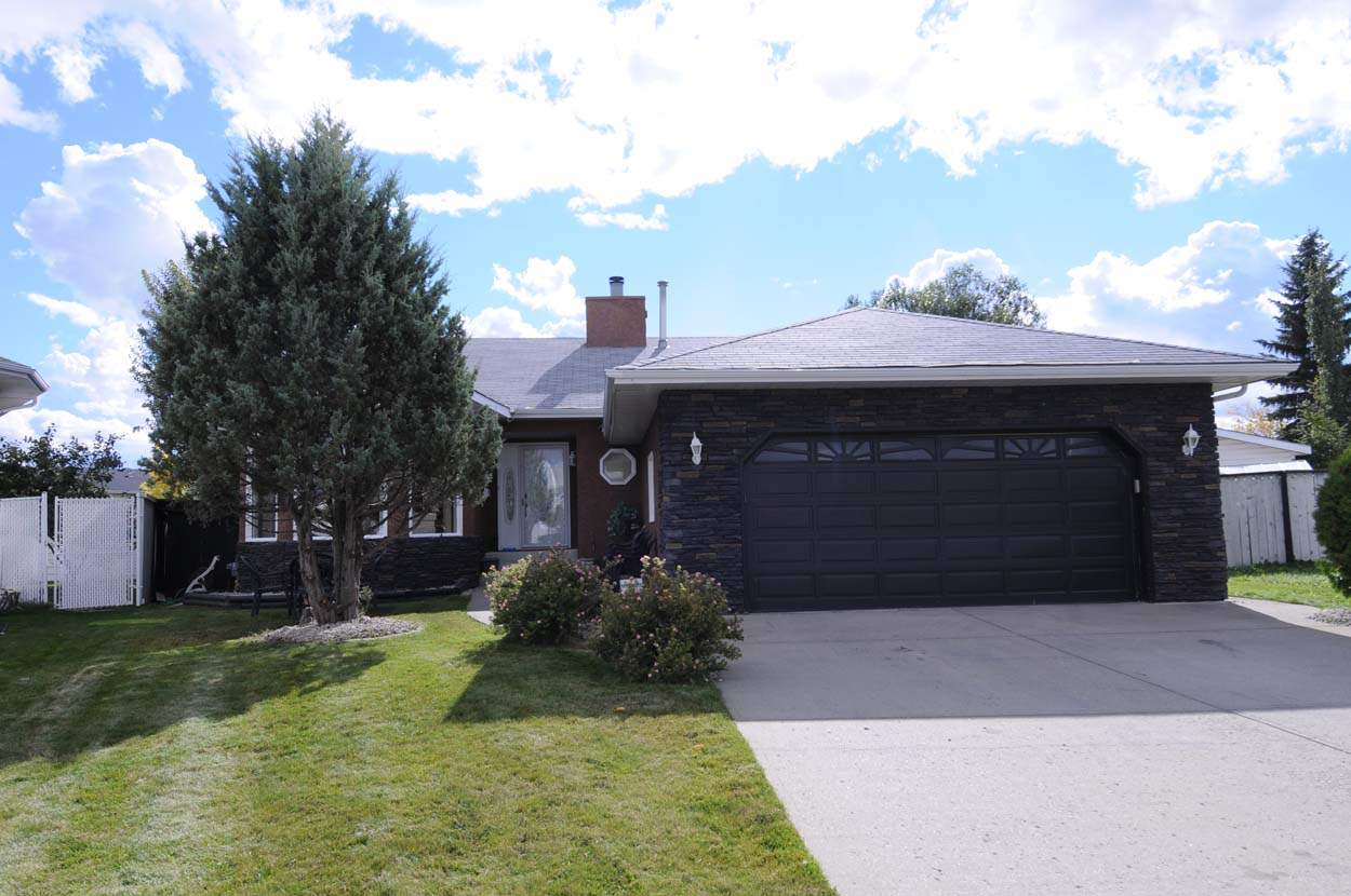 Main Photo:  in Edmonton: Zone 27 House for sale : MLS(r) # E4066408