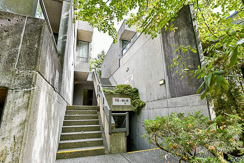 Photo 3: T6008 3980 CARRIGAN Court in Burnaby: Government Road Condo for sale (Burnaby North)  : MLS® # R2205512