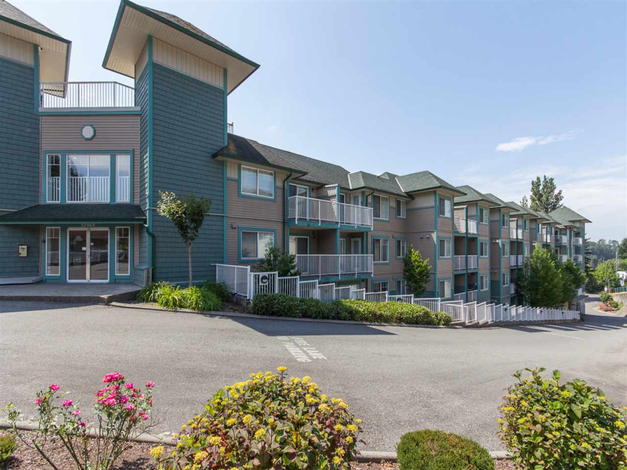 "Main Photo: 206 33960 OLD YALE Road in Abbotsford: Central Abbotsford Condo for sale in ""OLD YALE HEIGHTS"" : MLS® # R2213244"