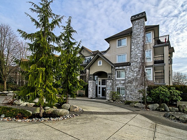 Main Photo: 207 1150 E 29TH Street in North Vancouver: Lynn Valley Condo for sale : MLS®# V1044211